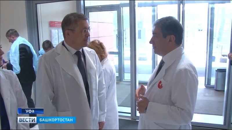 Радий Хабиров посетил клинический госпиталь «Мать и дитя»