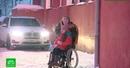 В Петербурге инвалид-колясочник не смог попасть на почту из-за замерзшего подъемника