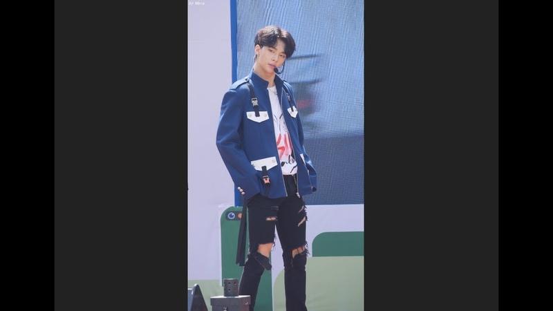 180526 스트레이 키즈 (Stray Kids) District 9 [현진] Hyunjin 직캠 Fancam (2018U클린콘서트) by Mera