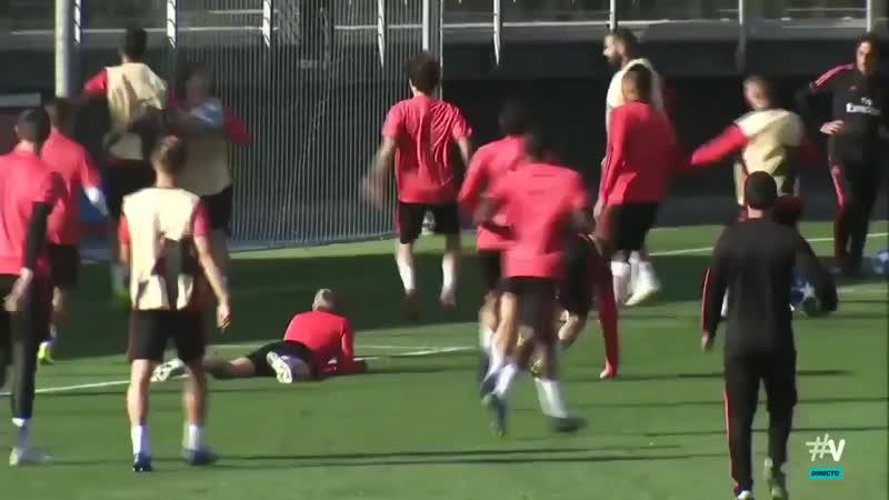 🇪🇸 Юниор «Реала» чуть не травмировал Рамоса на тренировке, за что получил 2 жесточайших пинка мячом
