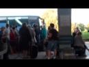 Туристы в Анапе...ждут автобус на Керчь