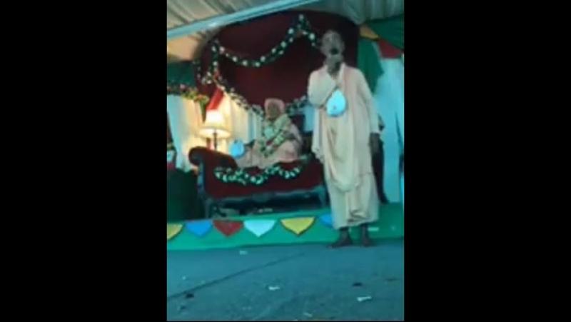 New Braj фестиваль инсталяция мурти Шрилы Гурудева и харикатха о его славе 13 6 18