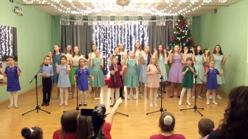 Новогодние игрушки ...сводный хор вокальной студии