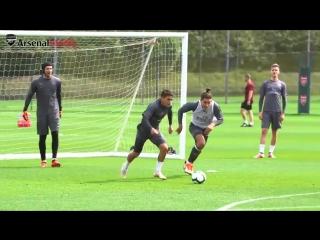 Video Lucas Torreira with a goal-saving block before nutmegging Héctor Bellerín in Wednesd