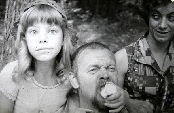 Леонид Нечаев и Яна Поплавская с мамой на съемках фильма «Про Красную Шапочку