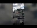 На Свердловской набережной водитель пытался потушить горящий автомобиль