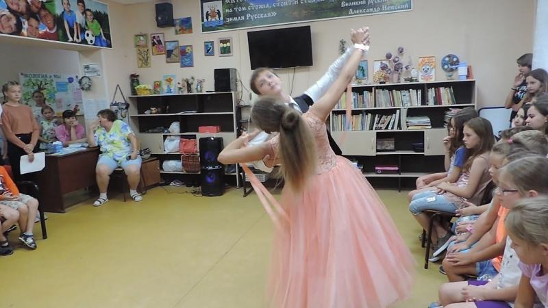 Мустакаев Тимур и Иванычева Елизавета кружатся в ритмах венского вальса