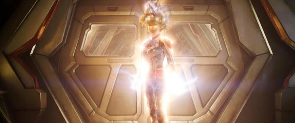 Порция новых кадров из блокбастера «Капитан Марвел» Marvel Studios выложили в Сеть несколько свежих кадров из супергеройского экшена «Капитан Марвел». На российские экраны кинокомикс с Бри
