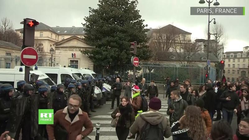 «Mardi noir» moments forts de la manifestation des lycéens contre les réformes de l'Education