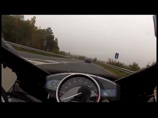 Yamaha R1 vs 530HP Mercedes-Benz 300km_h