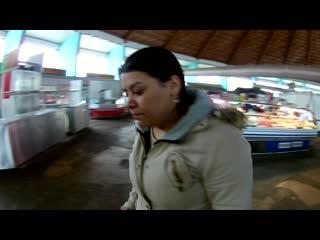 Наглая цыганская попрошайка промышляет в Бресте на автовокзале и на рынке