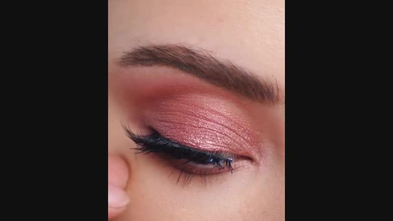 Прекрасная идея макияжа в нежных цветах