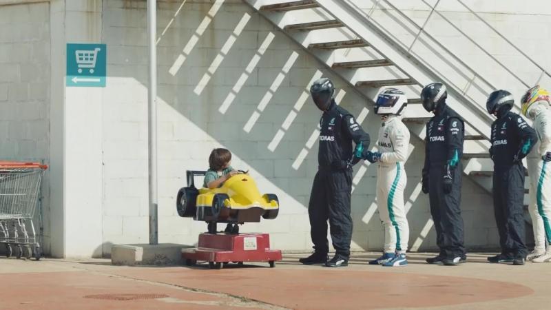Оказывается, даже на игрушечные машинки выстраивается очередь из первоклассных гонщиков.