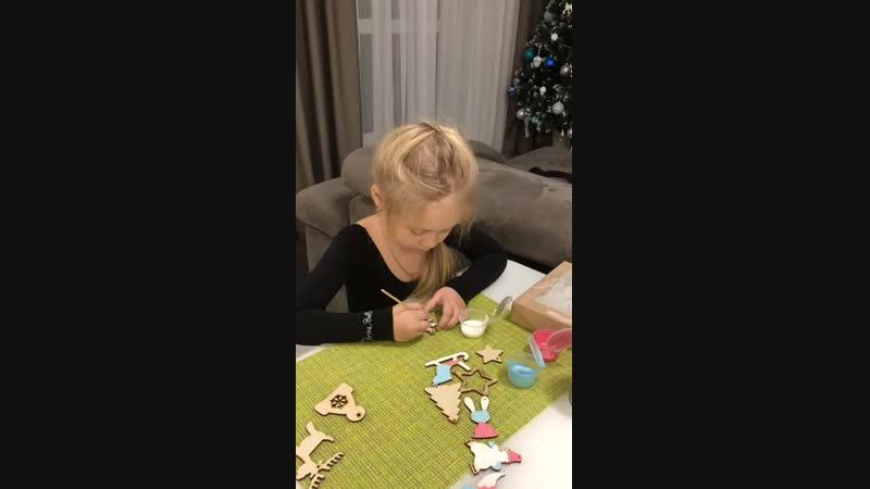раскрашивание новогоднего набора с акриловыми красками