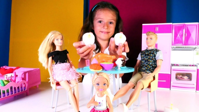 Barbie ailesi. Ken ve Chelsea annesine sürpriz yapıyorlar