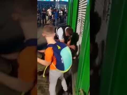 В аэропорту Домодедово полицейские избили мужчину на глазах жены и ребенка