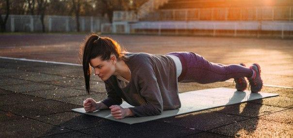 одно упражнение по 4 минуты в день — и через месяц у вас будет новое тело! главное средство для укрепления средней части тела — это упражнение стойки на локтях. другое его название — «планка».