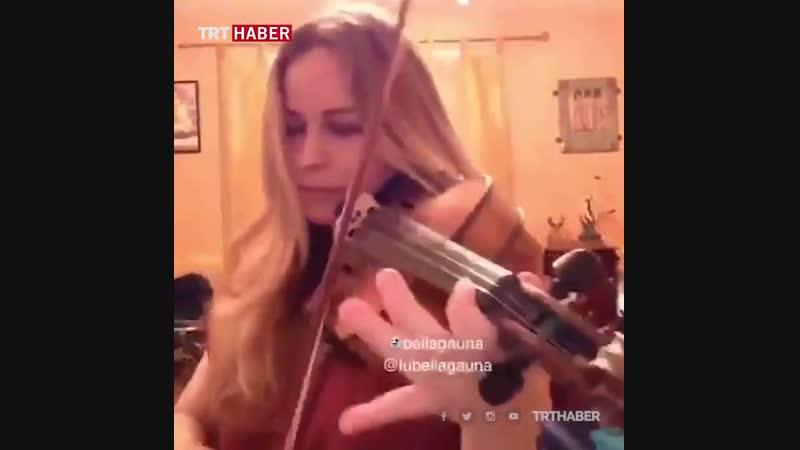 Meksikalı oyuncu Lubella Gauna kemanıyla dizi müziği Diriliş Ertuğrul seslendirdi