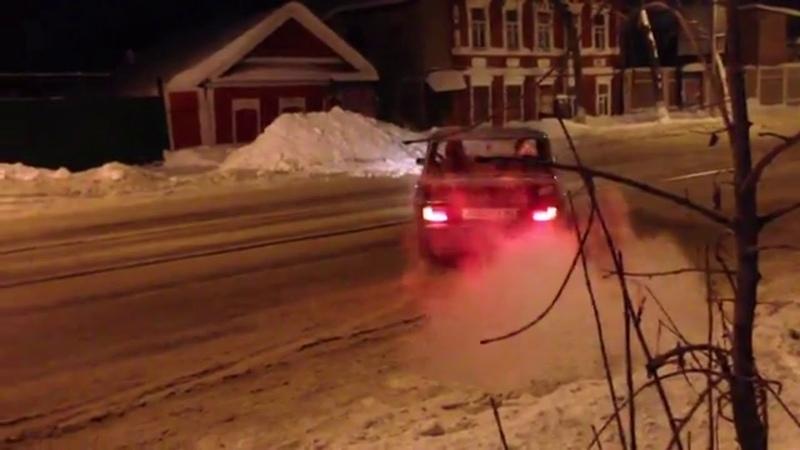 Масек Мандаренко исполняет сальто на автомобиле
