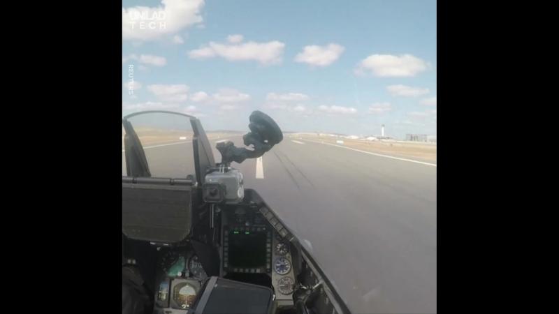 Решили как-то летчик, гонщик и мотоциклист узнать, кто из них быстрее... ?? Как думаете, кто победил?