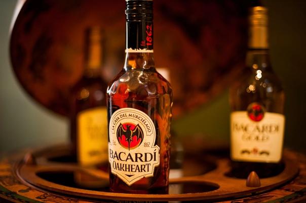 Разница между ромом и виски Каждый человек, работающий в алкогольной промышленности, точно знает одну истину: «Спирт можно делать из всего, даже из табуретки». Такой подход к делу объясняет