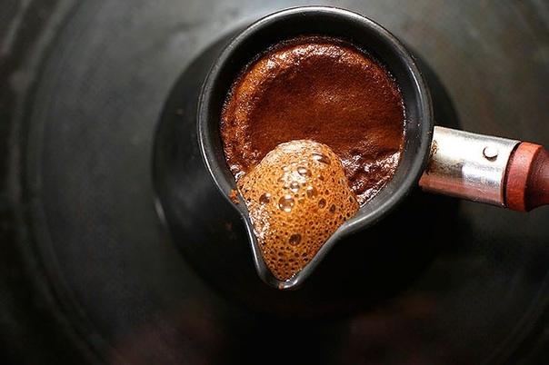 Разница между кофе эспрессо и другими видами кофе Кофе один из наиболее распространенных напитков в мире. Существует множество методов его приготовления. Основными считаются метод эспрессо, кофе