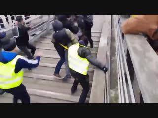 Street fight in France. (Policeman too weak)