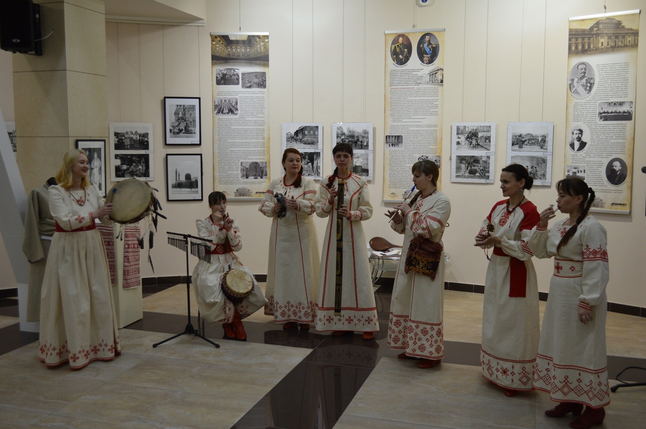 В ХМ «Арт-Донбасс» открылась выставка «Многонациональный Петербург»