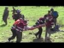 Израильские военные избивают палестинских медиков, пытающихся эвакуировать ранен