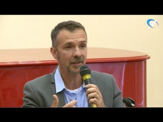 Известный французский писатель Франк Тилье встретился с читателями в Новгородской областной библиотеке