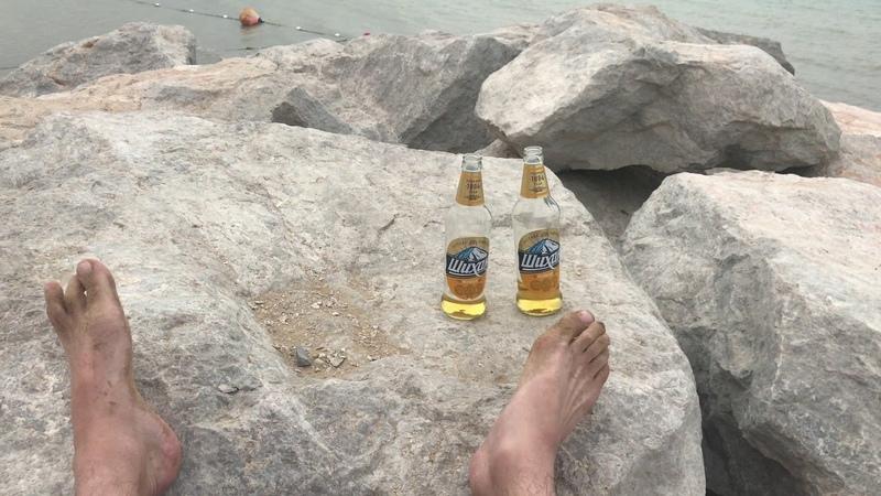 отжимание на пляже Дубай с пивом шихан
