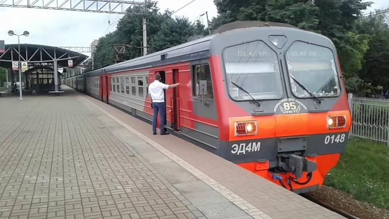 ЭД4М-0148(85 лет Моторвагонному депо Раменское), отправляется в Москву с платформы Фабричная.