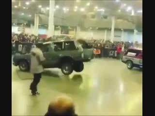 Машина танцует (480p).mp4