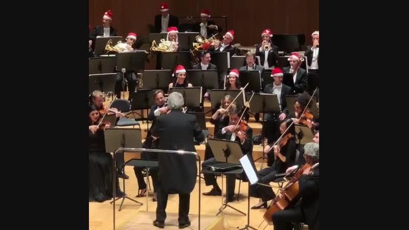 Placido Domingo conducting Jingle Bells.