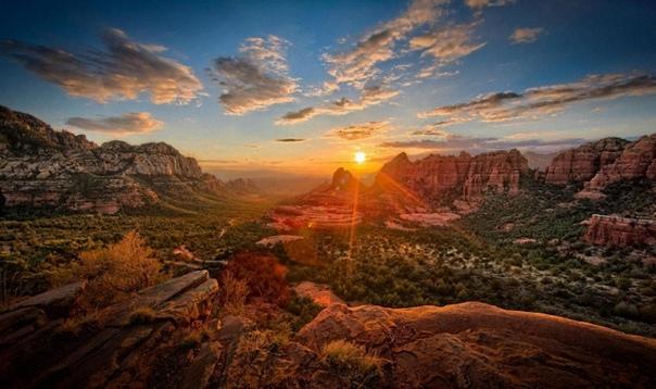 Красота нашей планеты в фотографиях Фотографы со всего мира не устают напоминать нам о том, как красив и удивителен мир вокруг нас. Некоторые места на нашей планете столь необычны, что своей