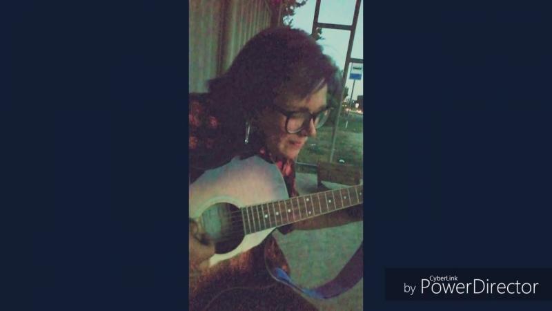 Встретила автостопщицу в Севастополе, подвезла на мопеде, играли на гитаре
