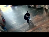 Видео нападения с ножом. Курский вокзал.