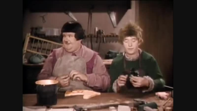 Laurel and Hardy - Babes in Toyland - 1934 (March of Wooden Soldiers)