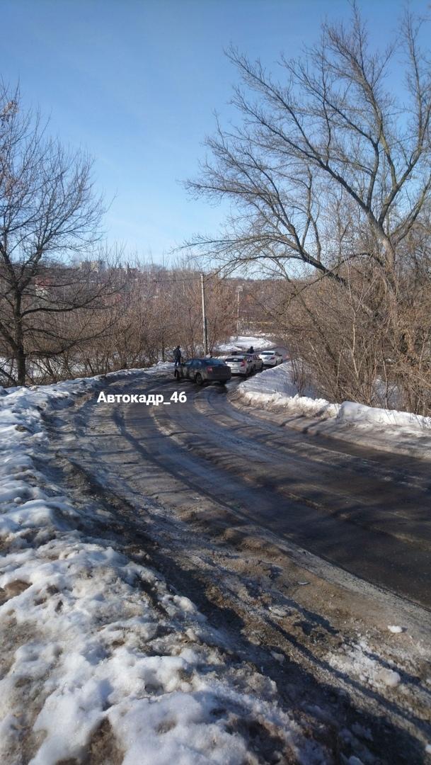 Курским властям проще закрыть на зиму дорогу, чем её почистить