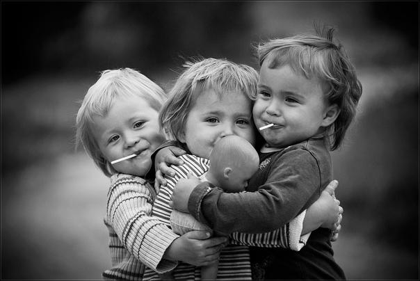 Чтобы чувствовать собственное благополучие, важно признавать ценность того что есть в жизни Обнимите сегодня любимых и дорогих людей! Скажите им, что Вы их любите, скажите им как он дороги Вам.