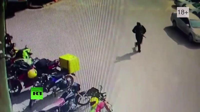 Напавшие на отель в Кении террористы попали на видео перед началом атаки