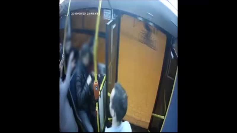 Камера Пассажиравтотранса записала скудный словарный запас школьника побитого водителем автобуса в Петербурге