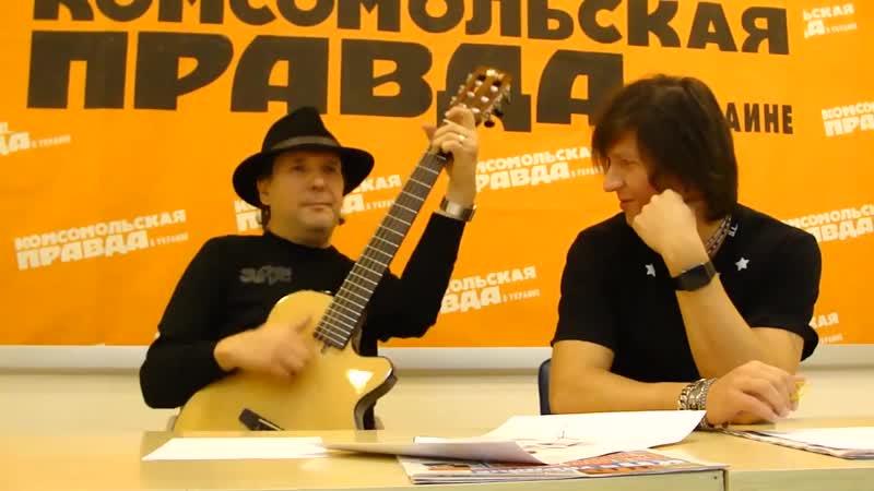 Нэнси поют под гитару песню Дым сигарет с ментолом