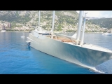 Эксклюзивный крупный план парусной яхты и моторной яхты A для путешествий.