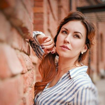 Алина Отяковская