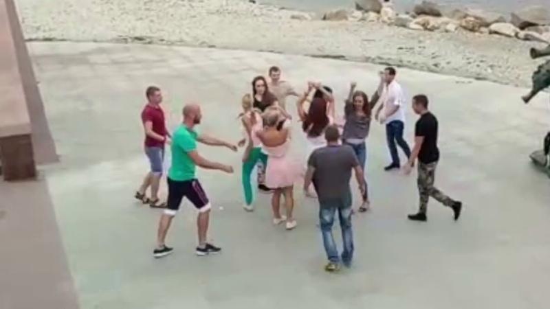 Хастл-руэда | опен-эйр на набережной | Школа танцев для взрослых в Новороссийске AC DANCE