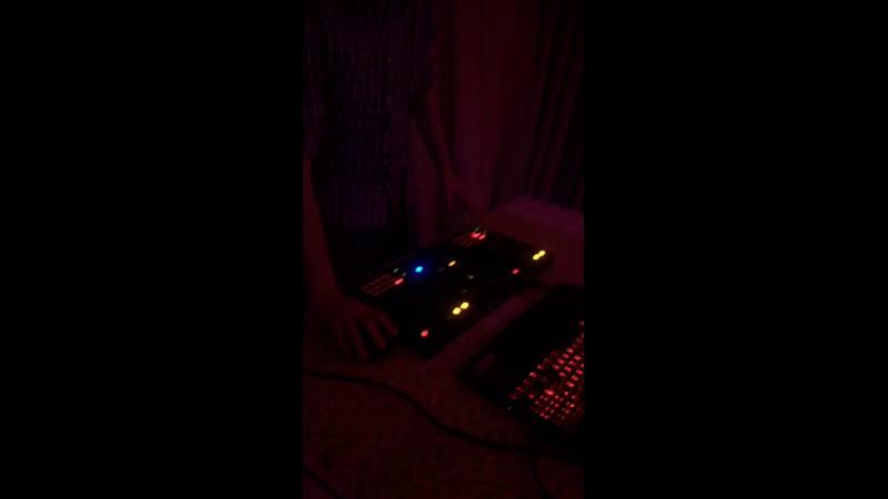 А у нас уже во всю качает танцпол DJ Fantom💃🏻🕺🏻 Пятница😊 Велес😉 Отдыхаем хорошо👍😁