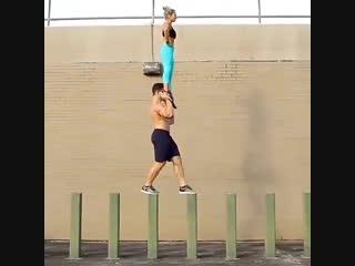 Strength of Body. Парень, который умеет носить девушек на руках, при этом отлично держит баланс