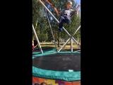 Витя прыгает )