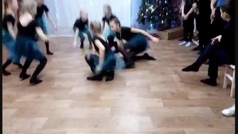 Выступление коллектива современной хореографии клуба 7 гномов